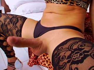 BRAVOTUBE @ Blond Shemale Camille Andrade Jerks Her Dick Off In Harcore Clip
